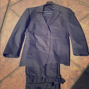 Men's 42R/33W classic Brookscool poplin suit, navy